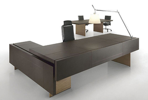 An Executive Office Desk Is Often A Standalone Piece, In Contrast To A  Standard Desk, Which Is Sometimes Designed To Be Part Of An Ensemble.