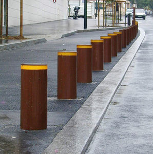 retractable-bollard