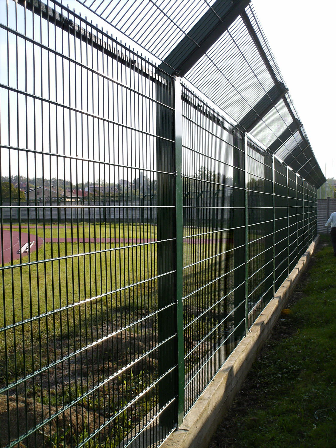 Athletic field fence / wire mesh / with panels / steel - RECINTHA ...