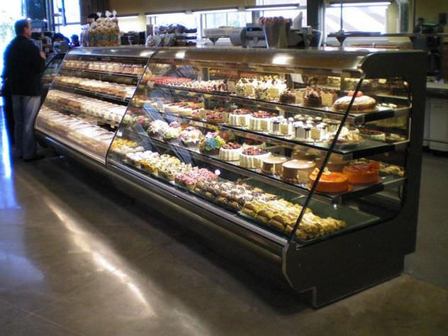 Refrigerated Display Case With Shelves Illuminated For Shops