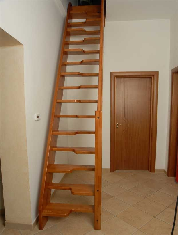 Straight Staircase / Wooden Frame / Wooden Steps / Without Risers   MARINARA