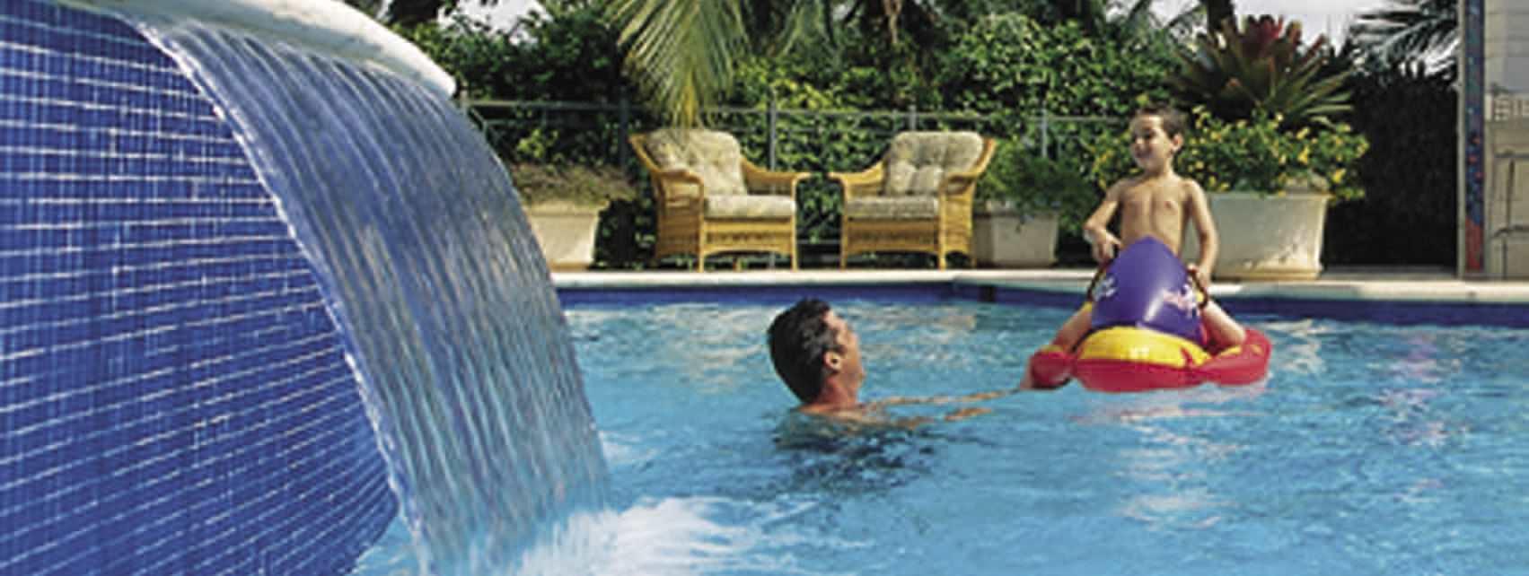 Swimming pool waterfall - MAGICFALLS™ WATER FALLS - Pentair ...