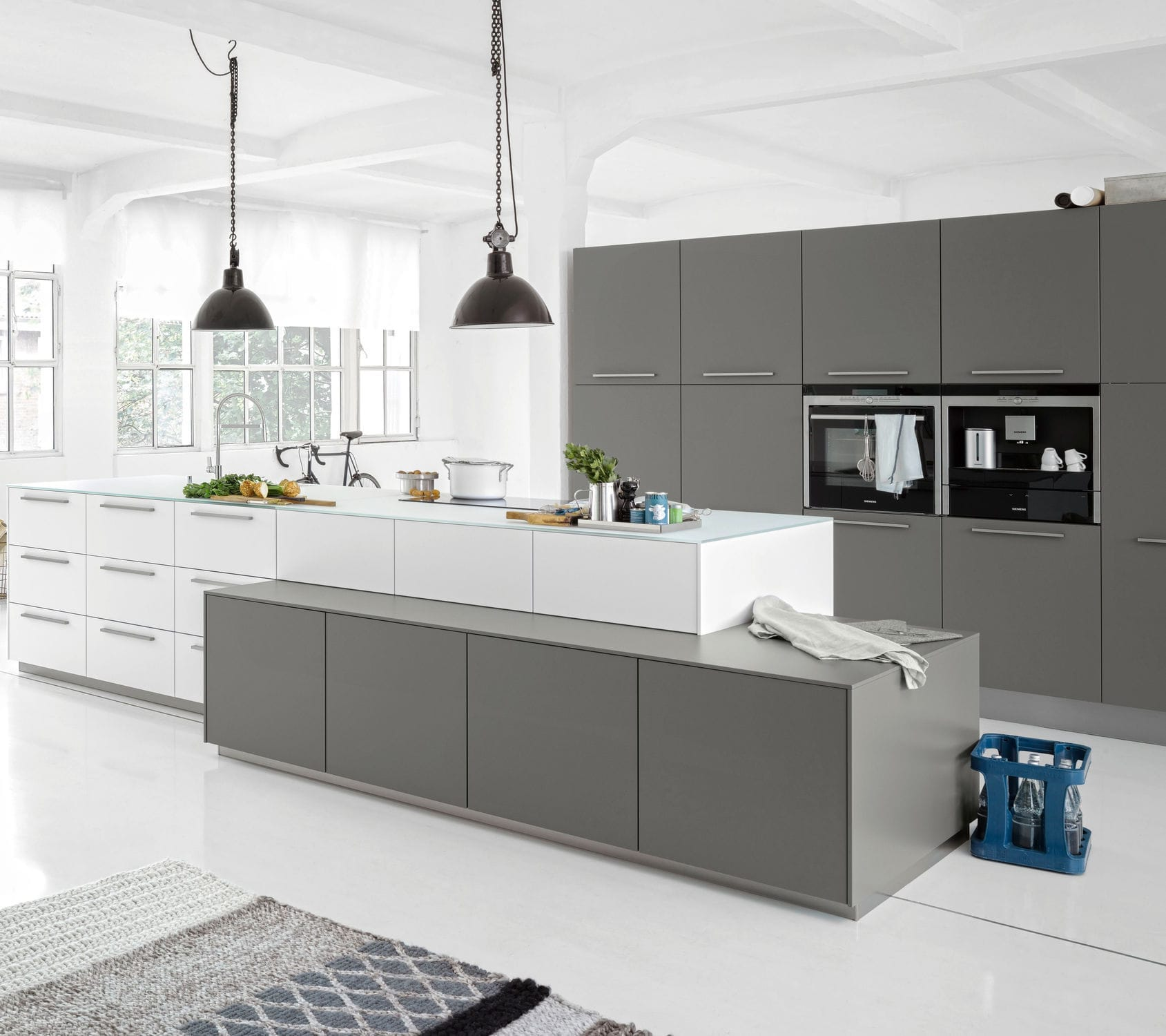 Contemporary Kitchen / Lacquered Wood / Glass / Island   SOFT LACK  ARCTIC/QUARZ