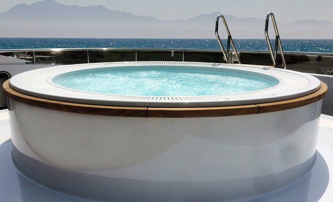 Built-In Hot Tub / Round / 6-Seater / Outdoor - Super Yachts