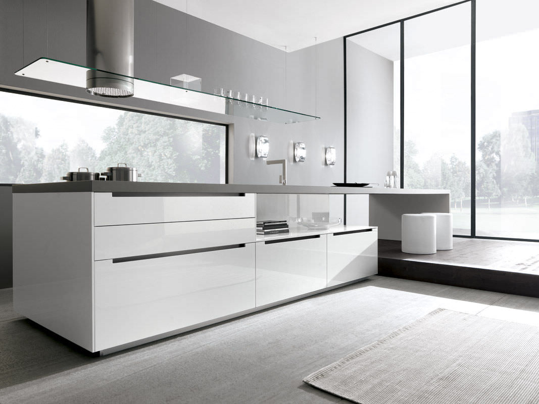 Contemporary kitchen / wooden / lacquered / high-gloss - LINEA by ... - Cuisine Comprex