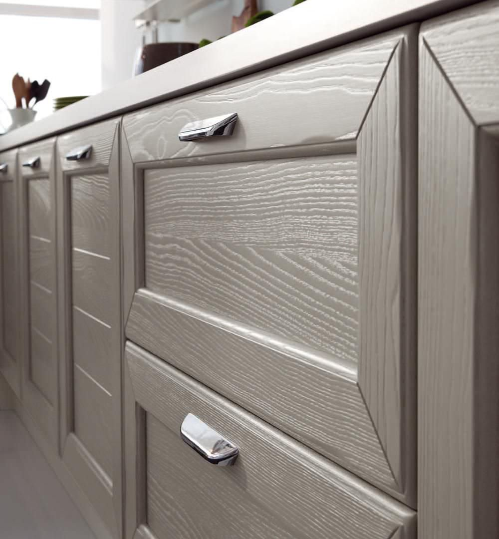 Traditional kitchen / solid wood - CLAUDIA - CUCINE LUBE - Videos