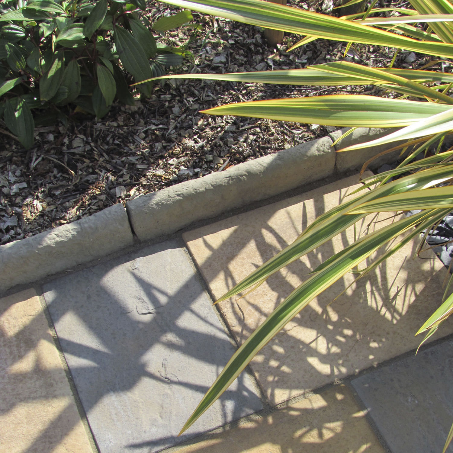 ... Garden Edging / Concrete / Engineered Stone / Linear OLD TOWN®  BRADSTONE ...