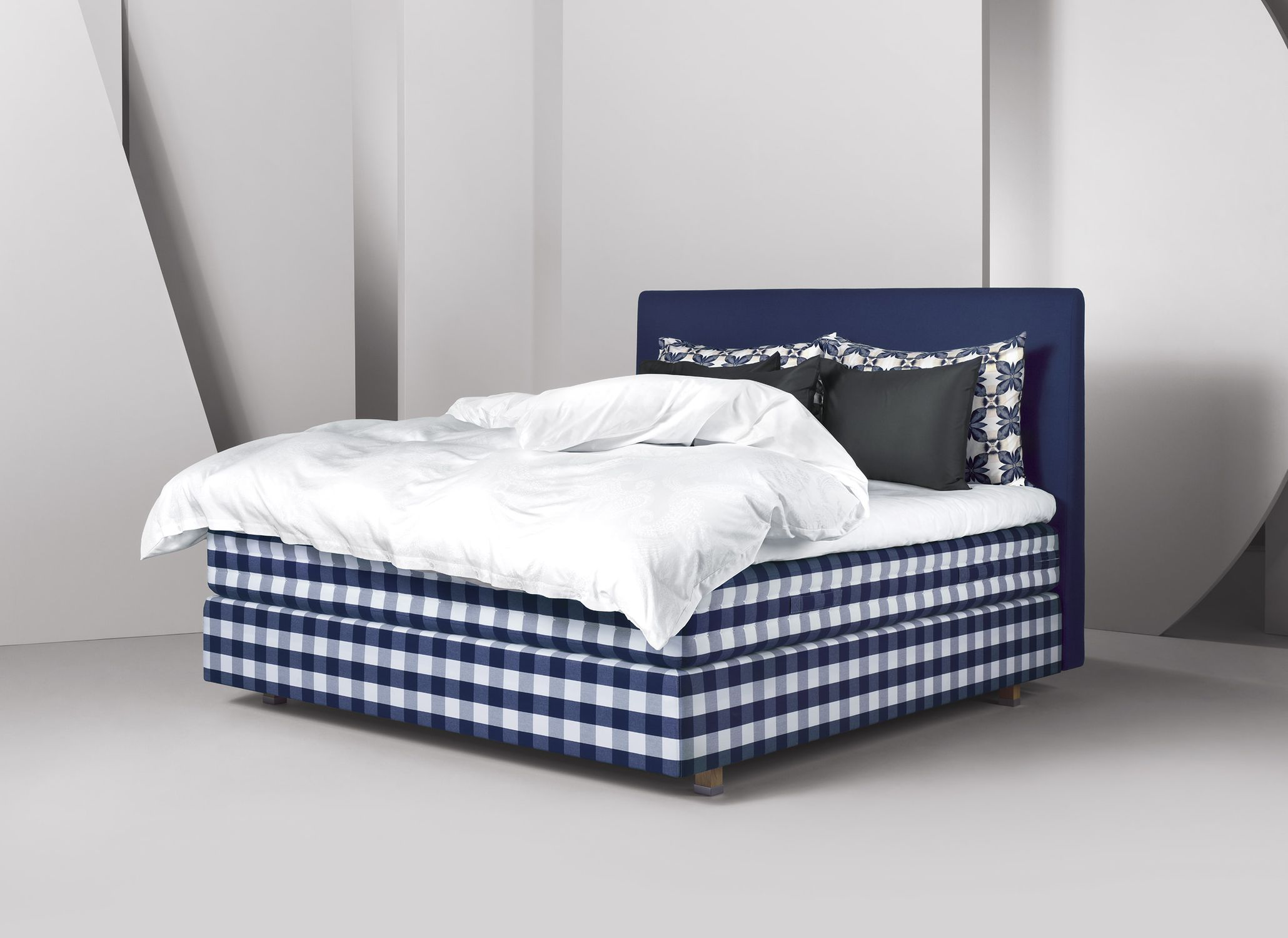Double bed / contemporary / upholstered / cotton - HERLEWING