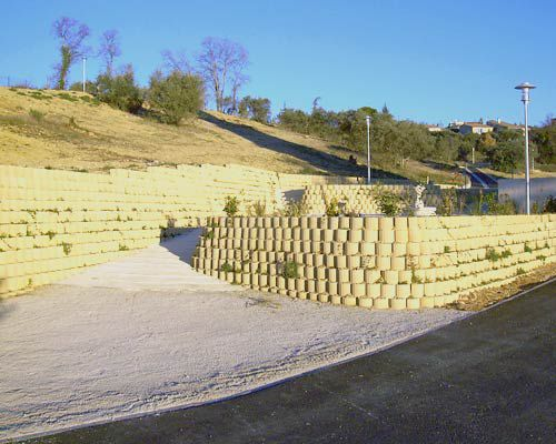 Hollow concrete block / for retaining walls / for fencing / acoustic ...