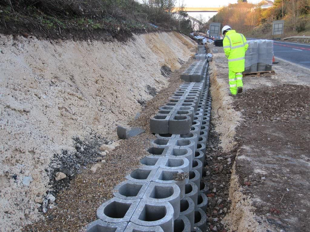 Hollow concrete block for retaining walls exposed LOCKSTONE