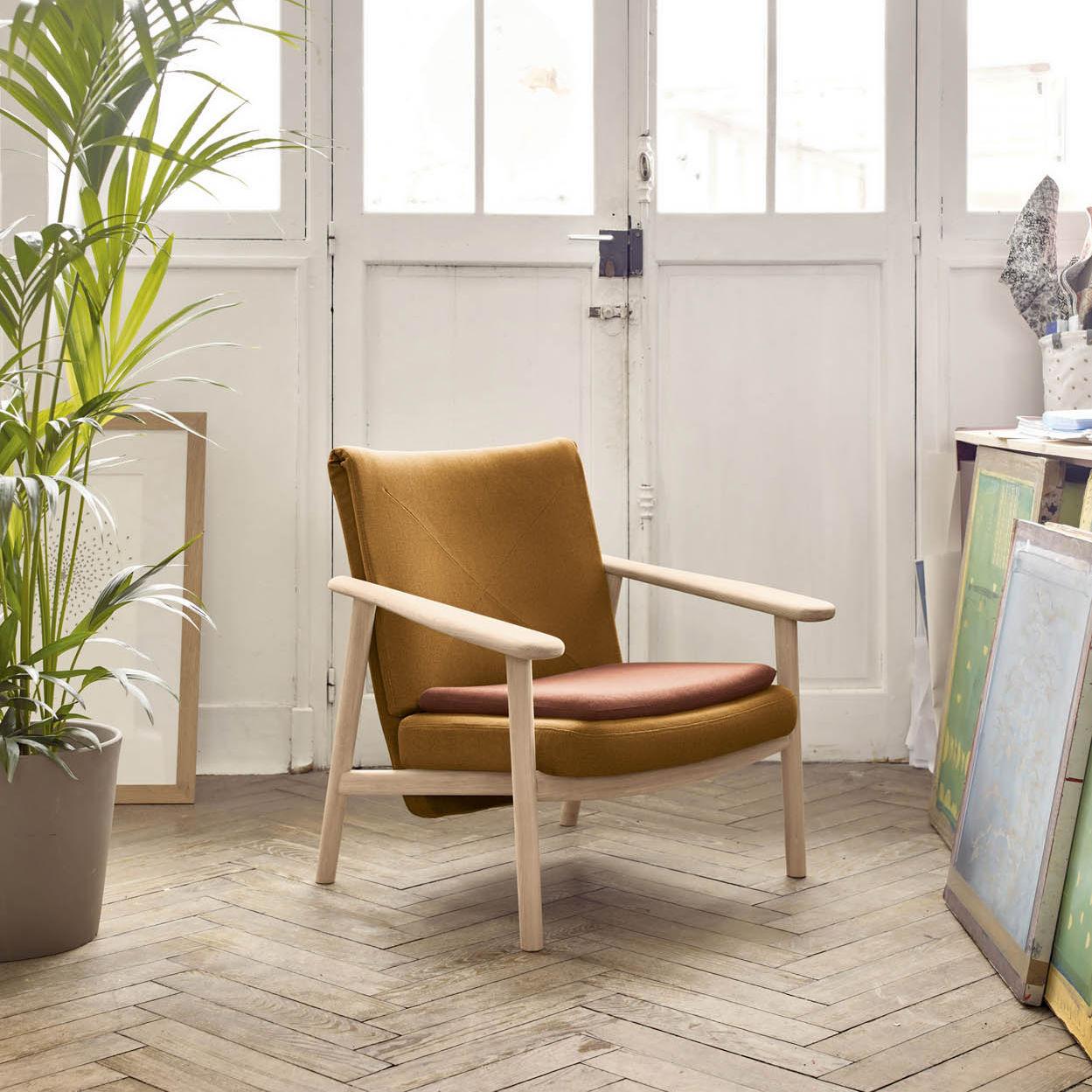 Superbe Scandinavian Style Armchair / Fabric / Oak / Walnut   PALETA By Samuel  Accoceberry
