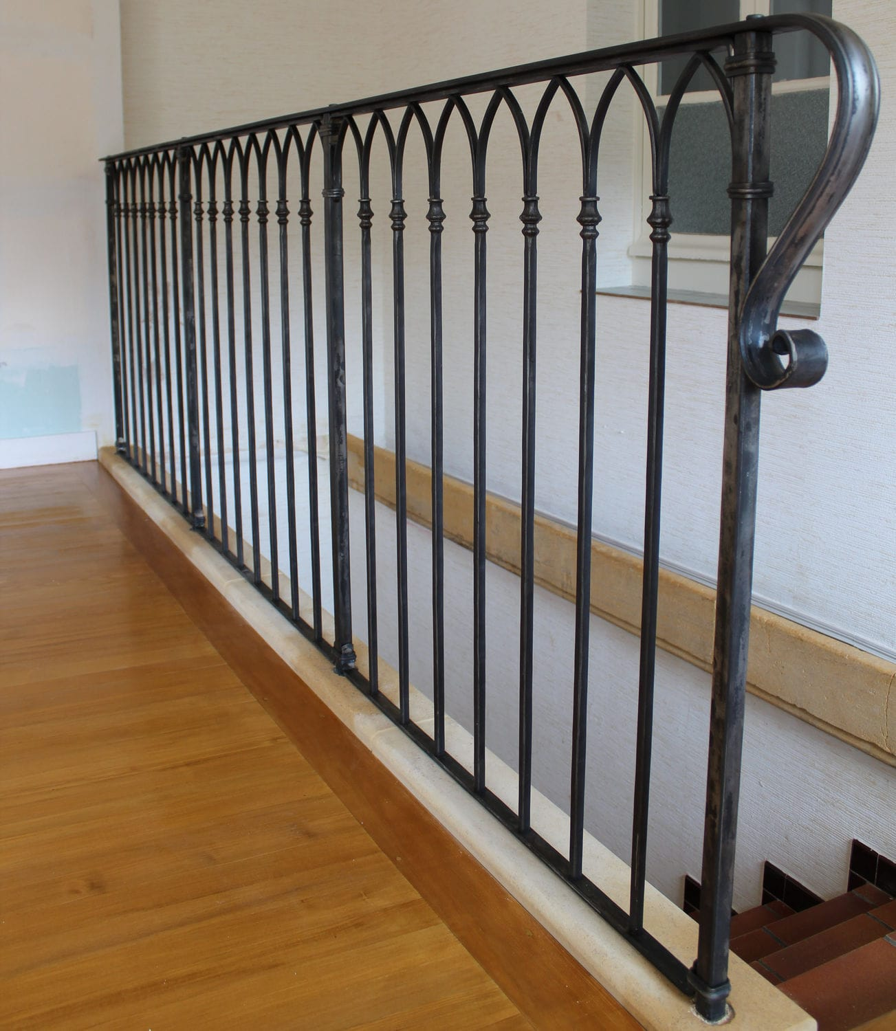 Wrought iron railing / with bars / indoor / for stairs - La Maestria