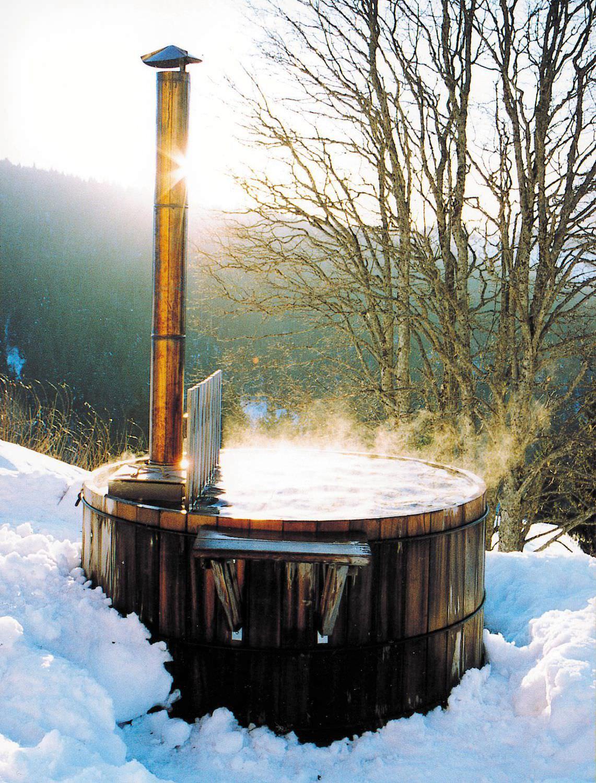Cedar Nordic hot tub - IN THE SNOW