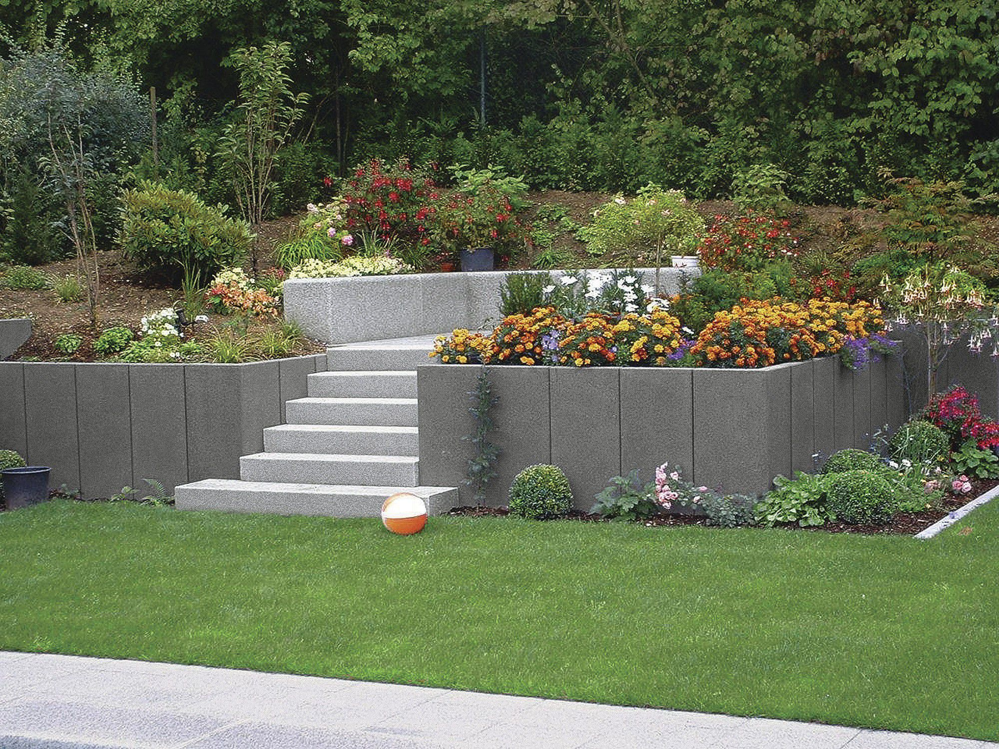 Stone retaining wall modular for garden enclosures Rinn
