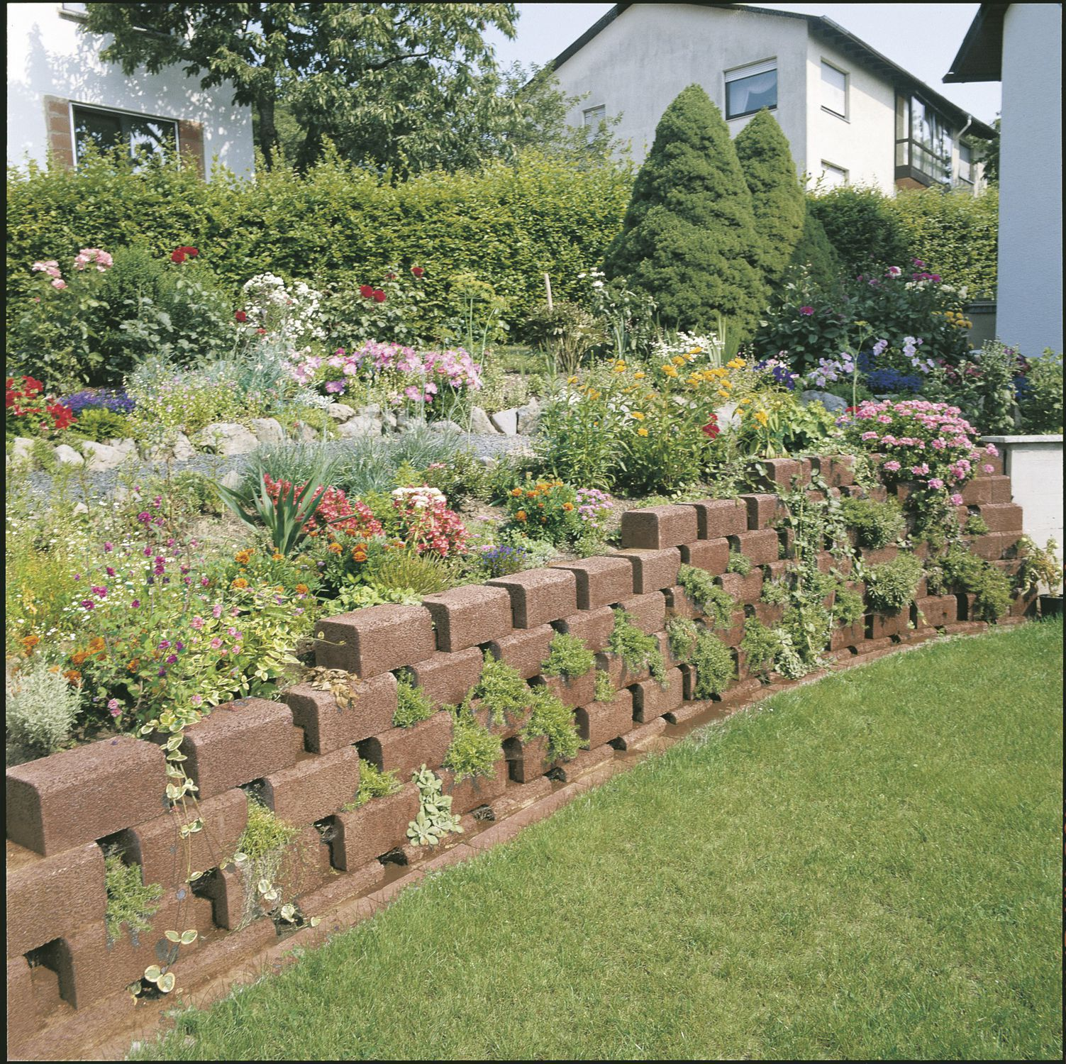 Stone retaining wall modular for garden enclosures TROMALIT