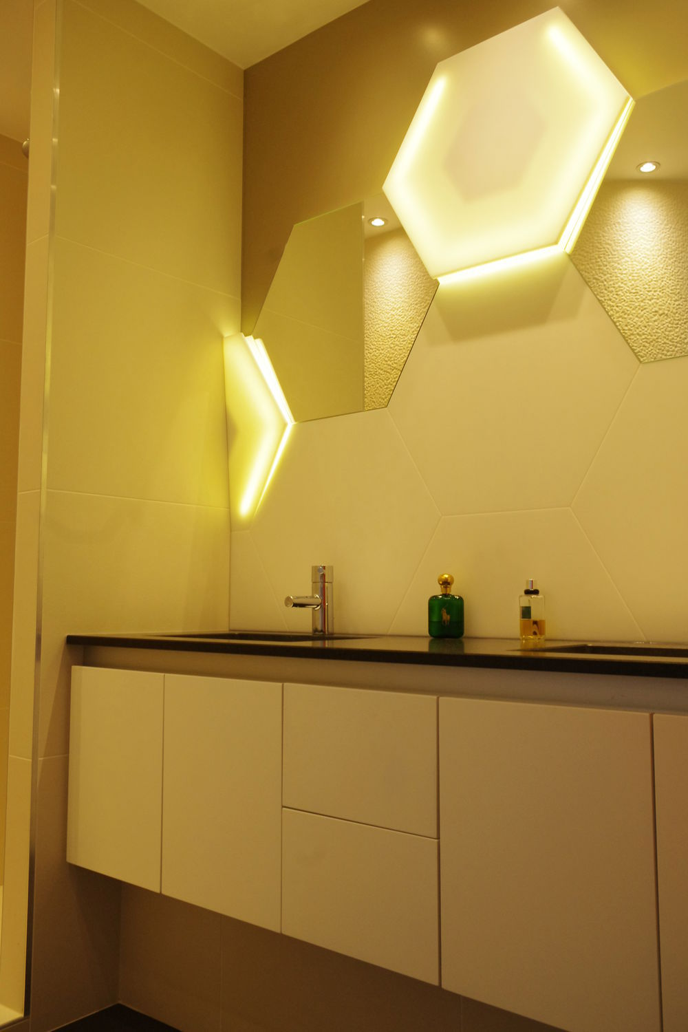 Contemporary wall light   bathroom   Solid Surface   hexagonal V korr. Contemporary wall light   bathroom   Solid Surface   hexagonal   V
