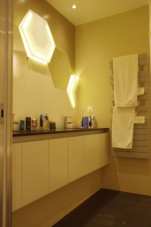 Contemporary wall light / bathroom / Solid Surface / hexagonal - V-korr