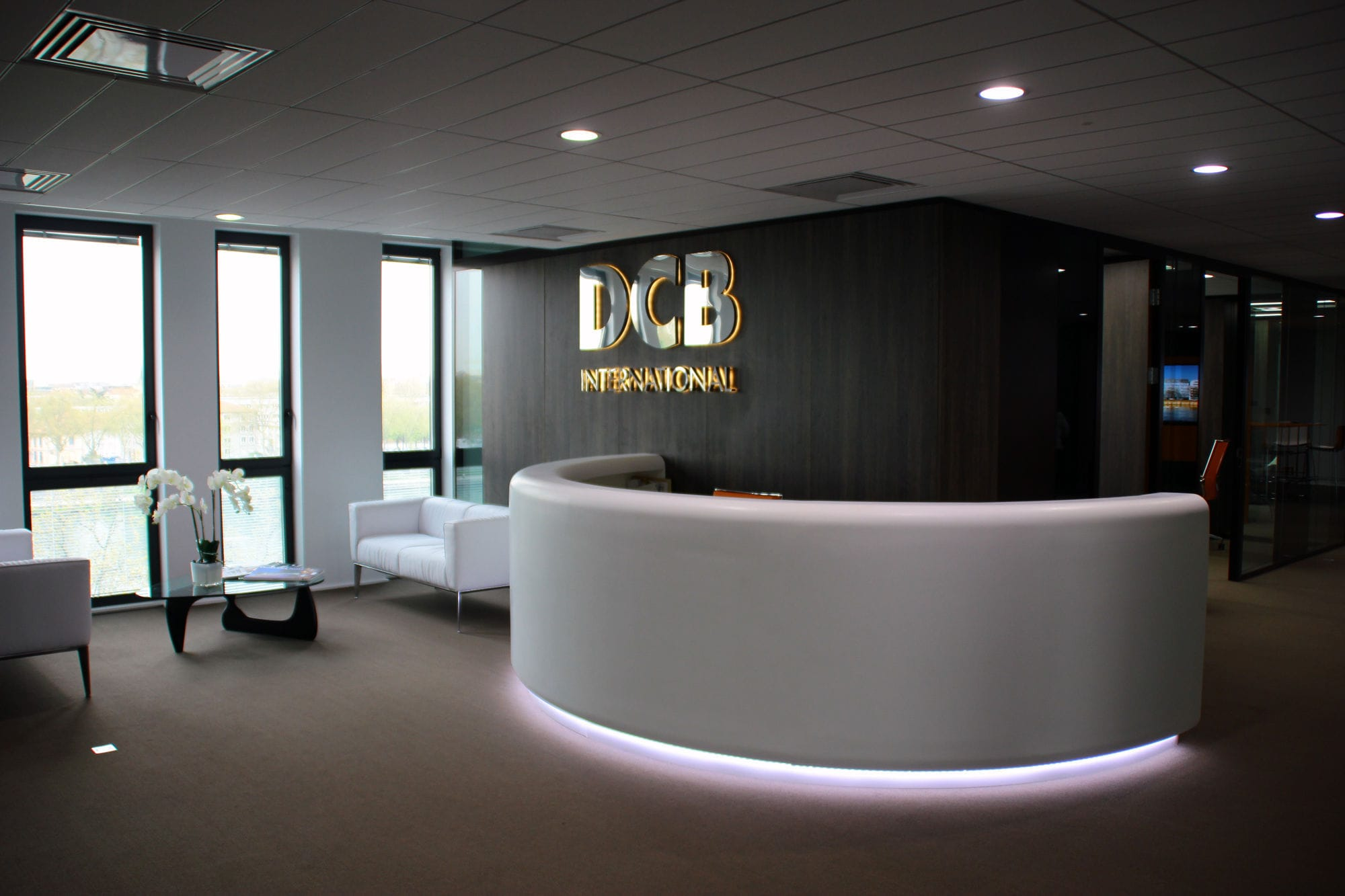 Semicircular Reception Desk Solid Surface Illuminated For Hotels 5