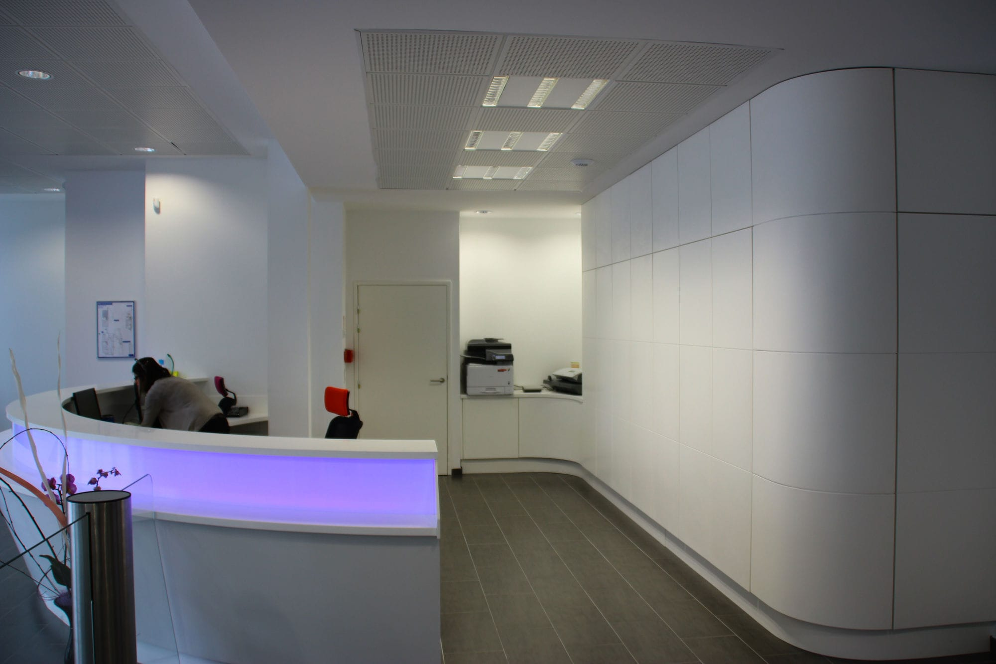 Semicircular Reception Desk Solid Surface Illuminated For Hotels