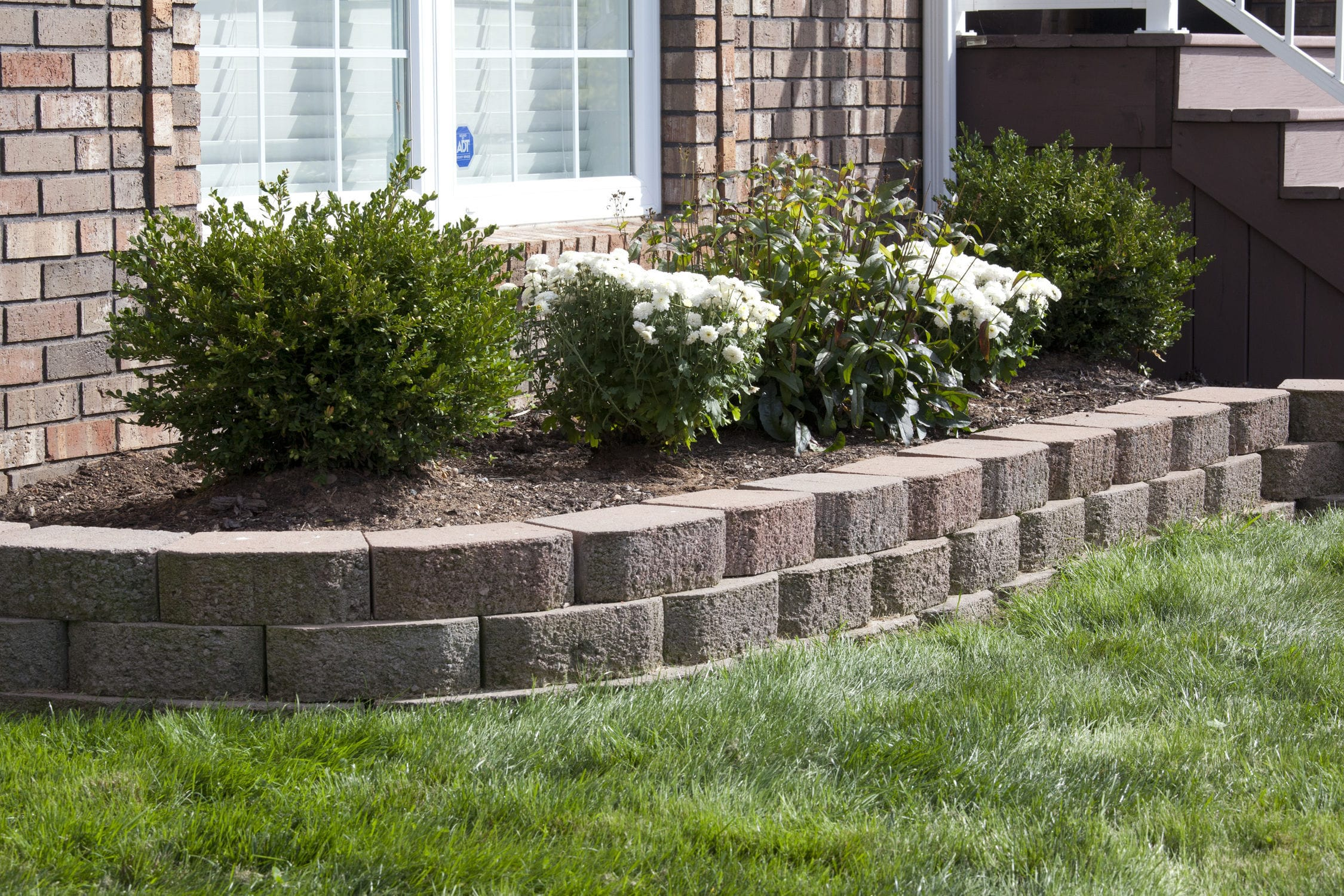 Garden edge / wall / concrete / linear - MANORSTONE - shaw brick