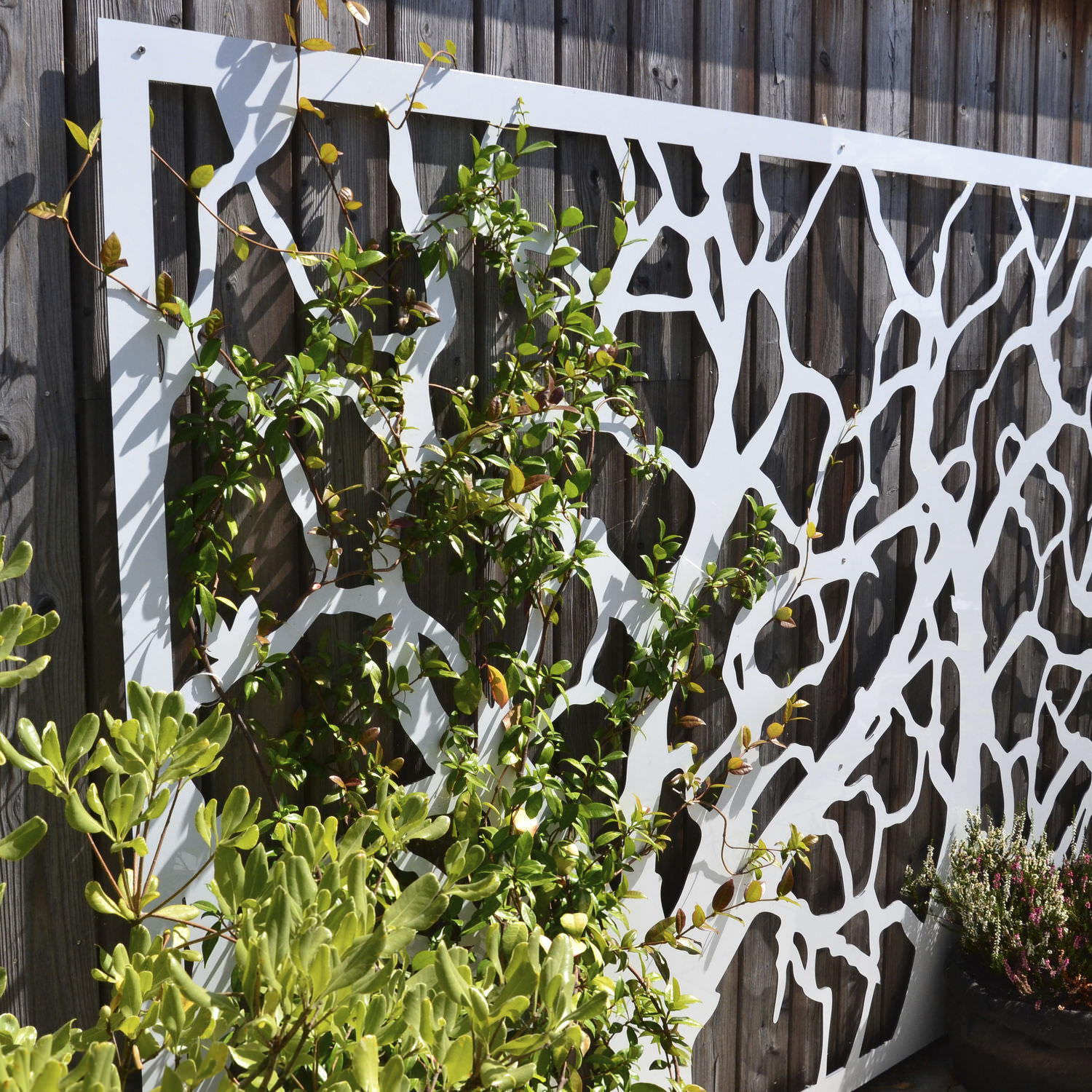 Green wall trellis painted metal FRESQUE PALISSA DESIGN