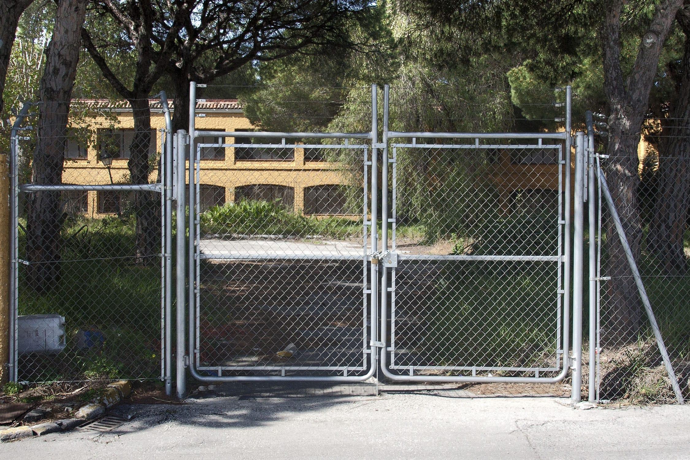 Swing gate / metal / wire mesh / industrial - SIMPLE TORSION ...