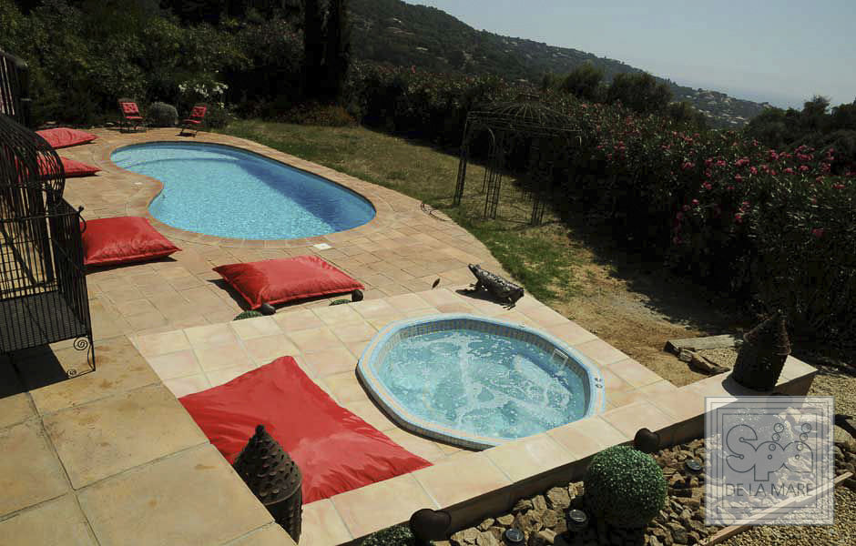 Built-in hot tub / octagonal / 8-person / mosaic - OCTAVIA - Spa De ...