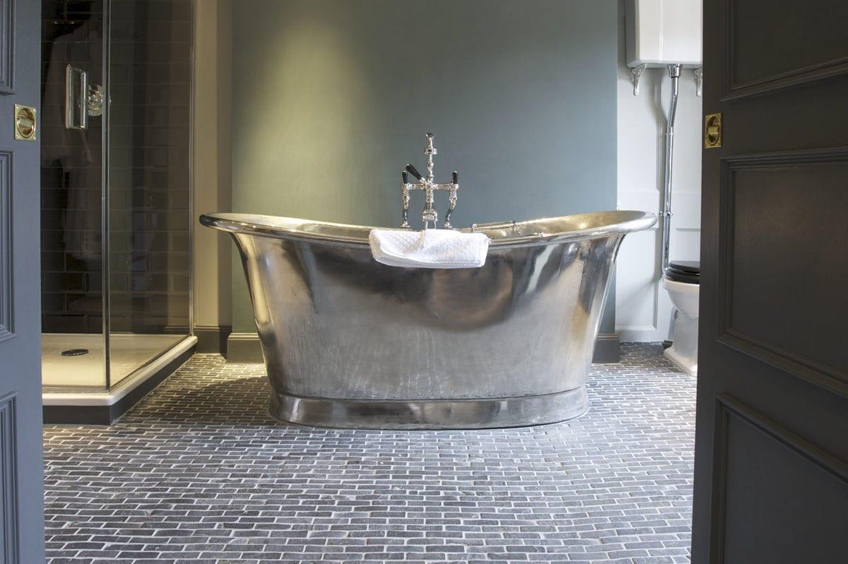 Free-standing bathtub / oval / copper / tin - BATEAU - WILLIAM ...