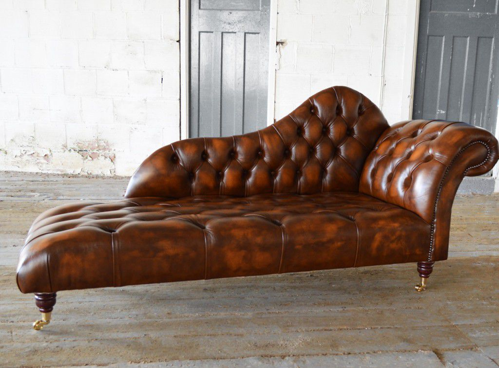 Chesterfield Chaise Longue / Leather / On Casters