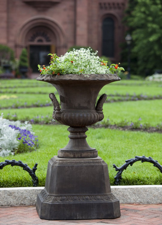 Traditional Pedestal / Stone / Garden   SMITHSONIAN EGG AND DART