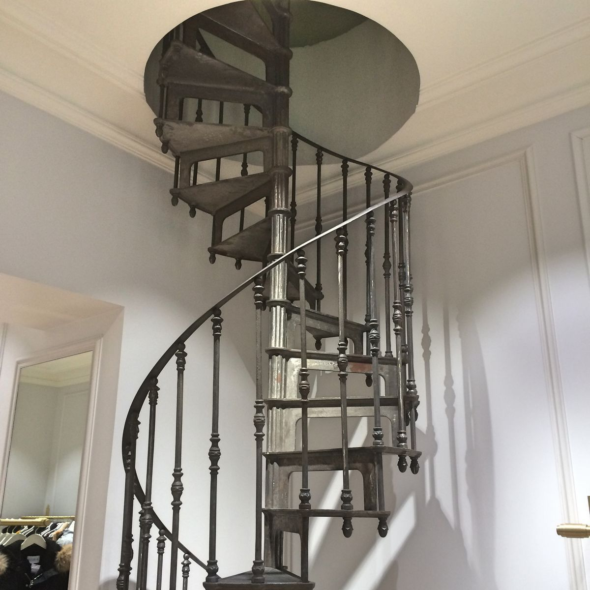 Spiral Staircase / Cast Iron Frame / Metal Frame / Cast Iron Steps    MIRECOURT