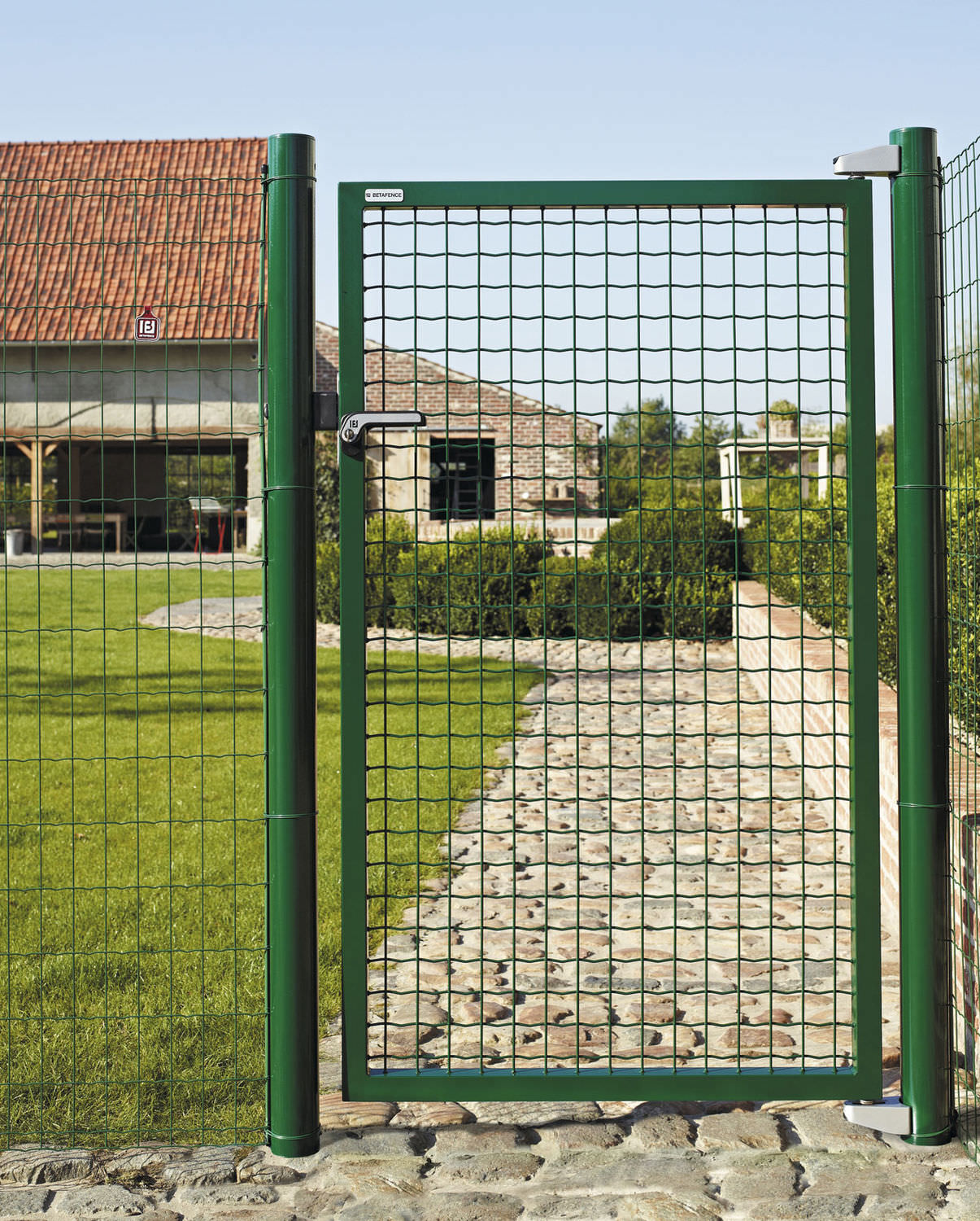 Metal Garden Gate   FORTINET®