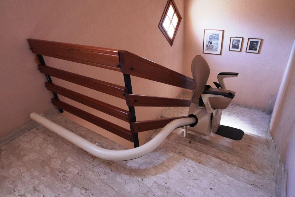 Indoor chair stair lift / power-operated / rotating - CAPRI - VIMEC ...