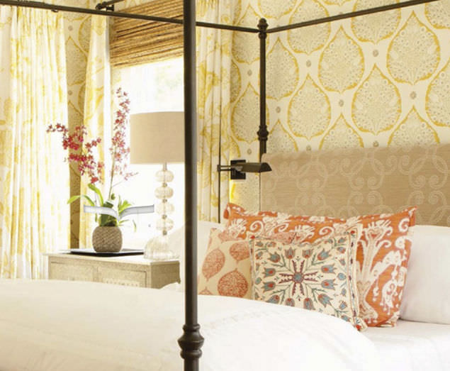 ... traditional wallpaper / fabric / floral