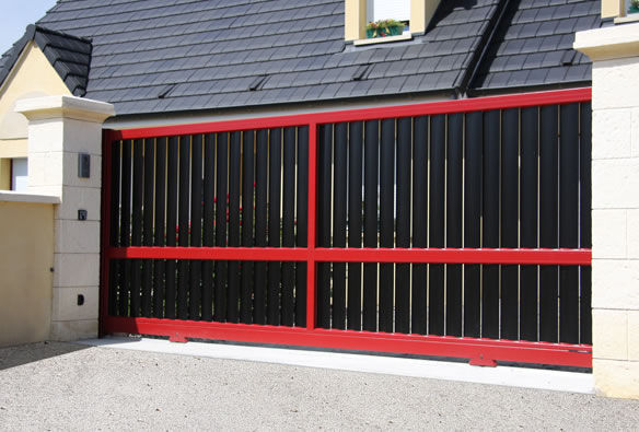 Sliding gates / aluminum / louvered / bar - CONTEMPORAIN : AUKENA ...