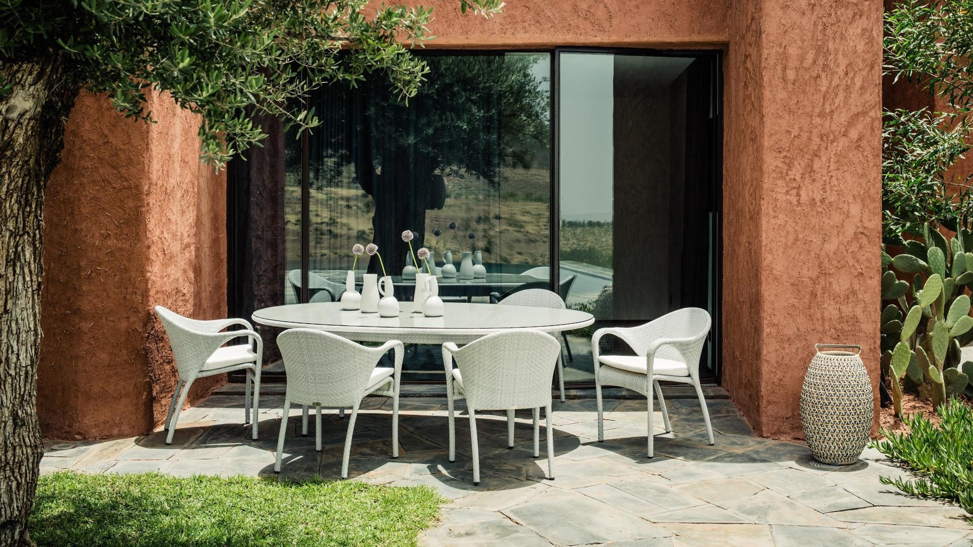 Contemporary Dining Table Resin Wicker Round Oval