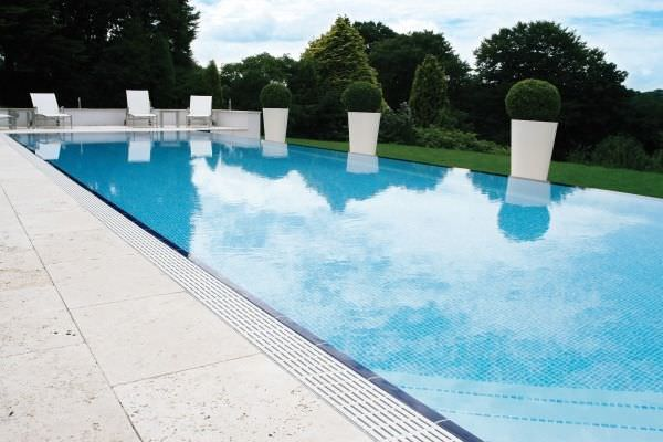 In-Ground Swimming Pool / Steel / Wall / Overflow - Tecnologia