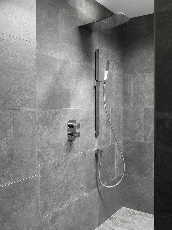 wall mounted shower head rectangular waterfall rain forma 100144741 noken porcelanosa bathrooms - Noken Porcelanosa