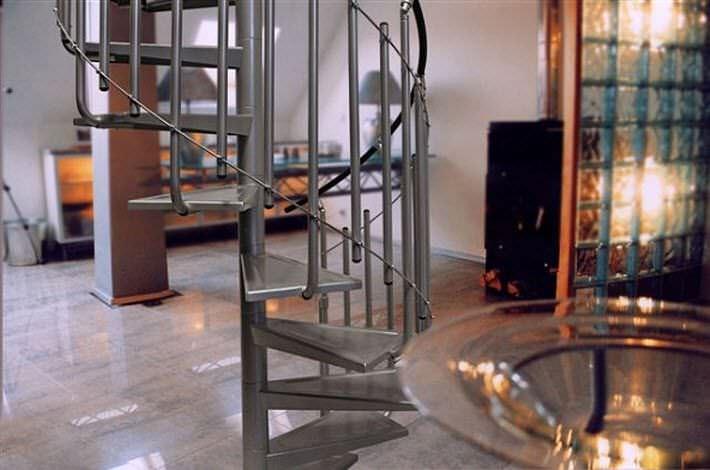 Spiral Staircase / Stainless Steel Frame / Metal Steps / Without Risers    SOLO VERTICAL