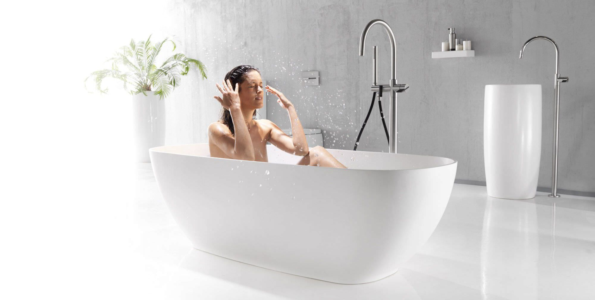 Freestanding Bathtub / Oval / Ceramic   PILLAR