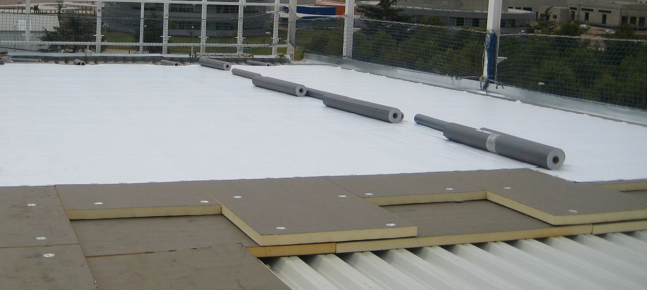 ... Thermal Insulation / Polyisocyanurate / For Metal Roofs / Rigid Panel  EUROAISLANTE BITUMINOUS Europerfil