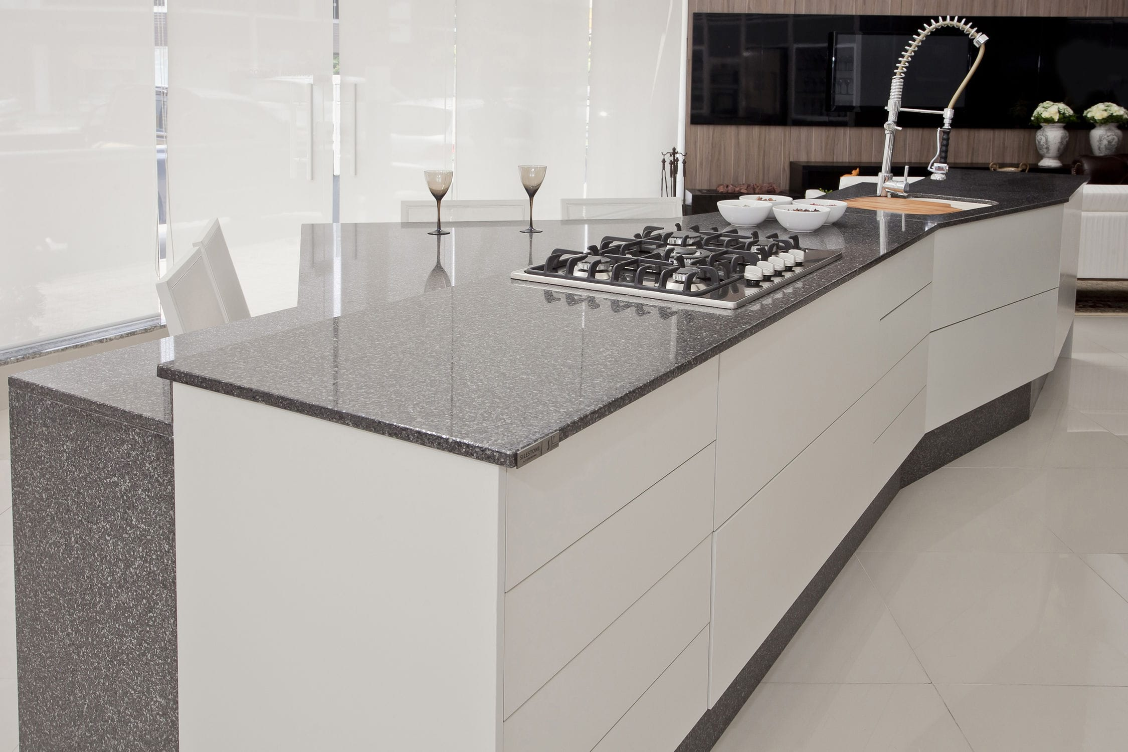Elegant Silestone® Countertop / Kitchen / White / Black ...