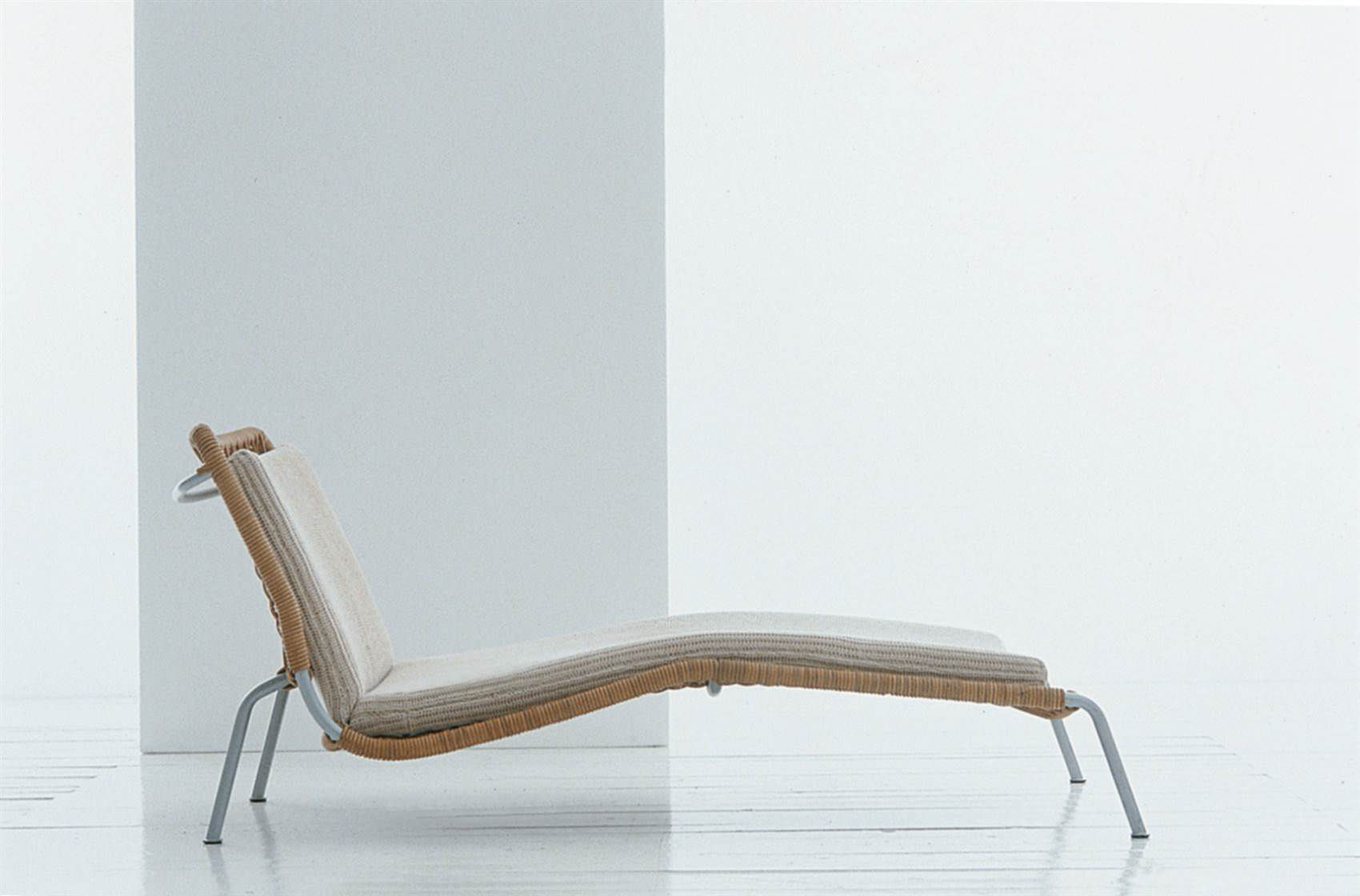 Contemporary chaise longue / wicker / by Piero Lissoni - FROG ...