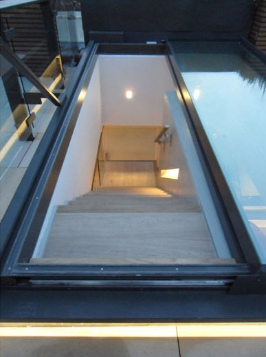 ... Metal Skylight / Retractable Cantifix ...