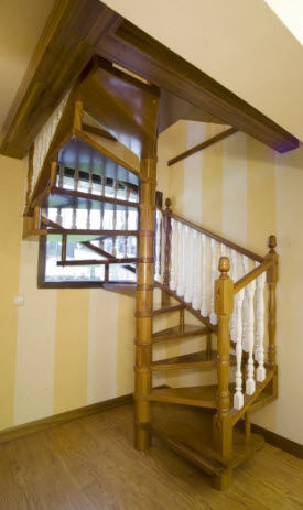 Superb Square Spiral Staircase / Wooden Steps / Wooden Frame / Without Risers