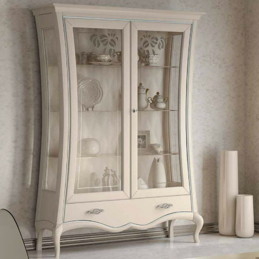 Merveilleux Traditional China Cabinet / Glass / Wooden