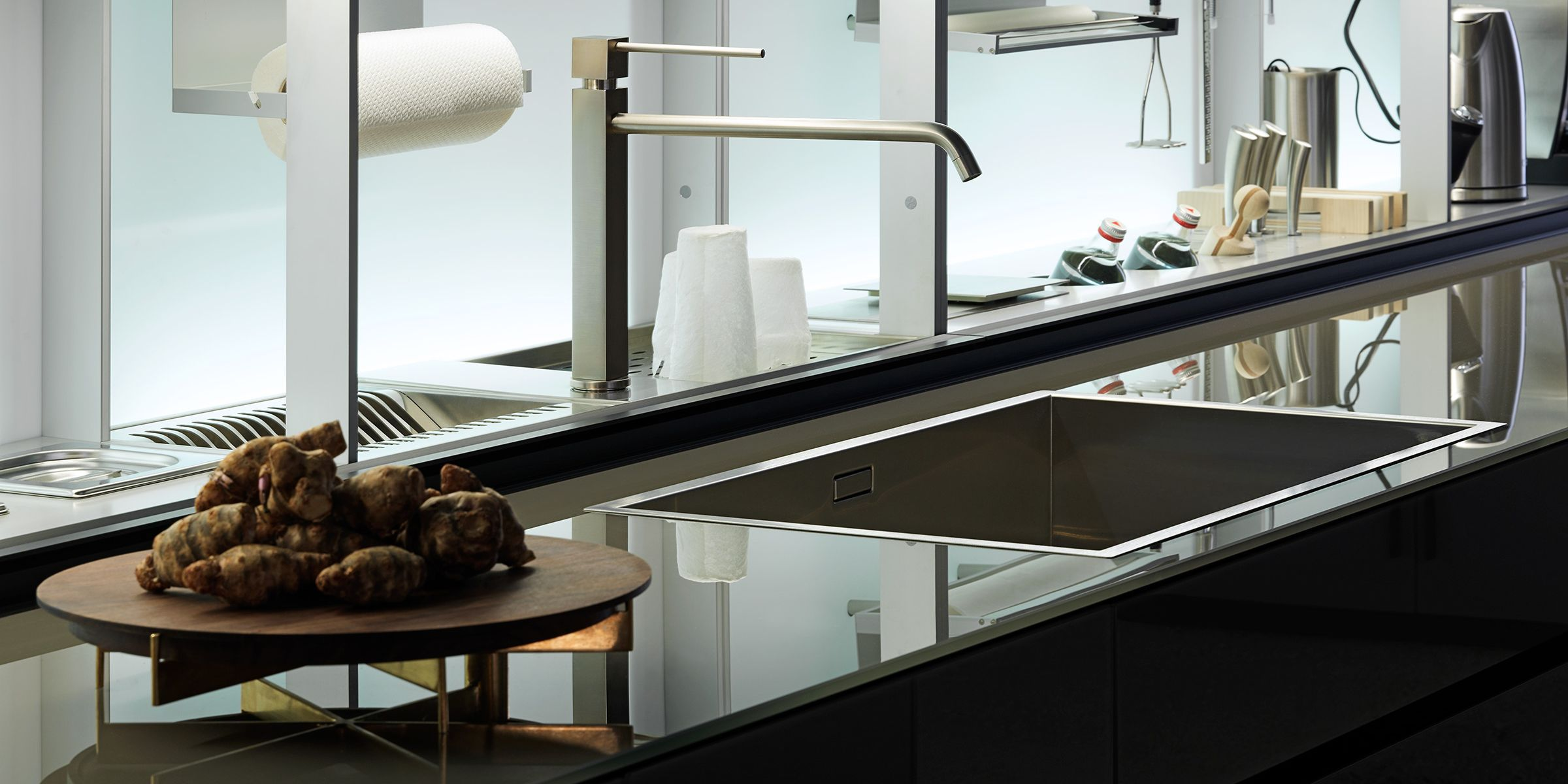 Contemporary kitchen / lacquered wood / glass / aluminum ...