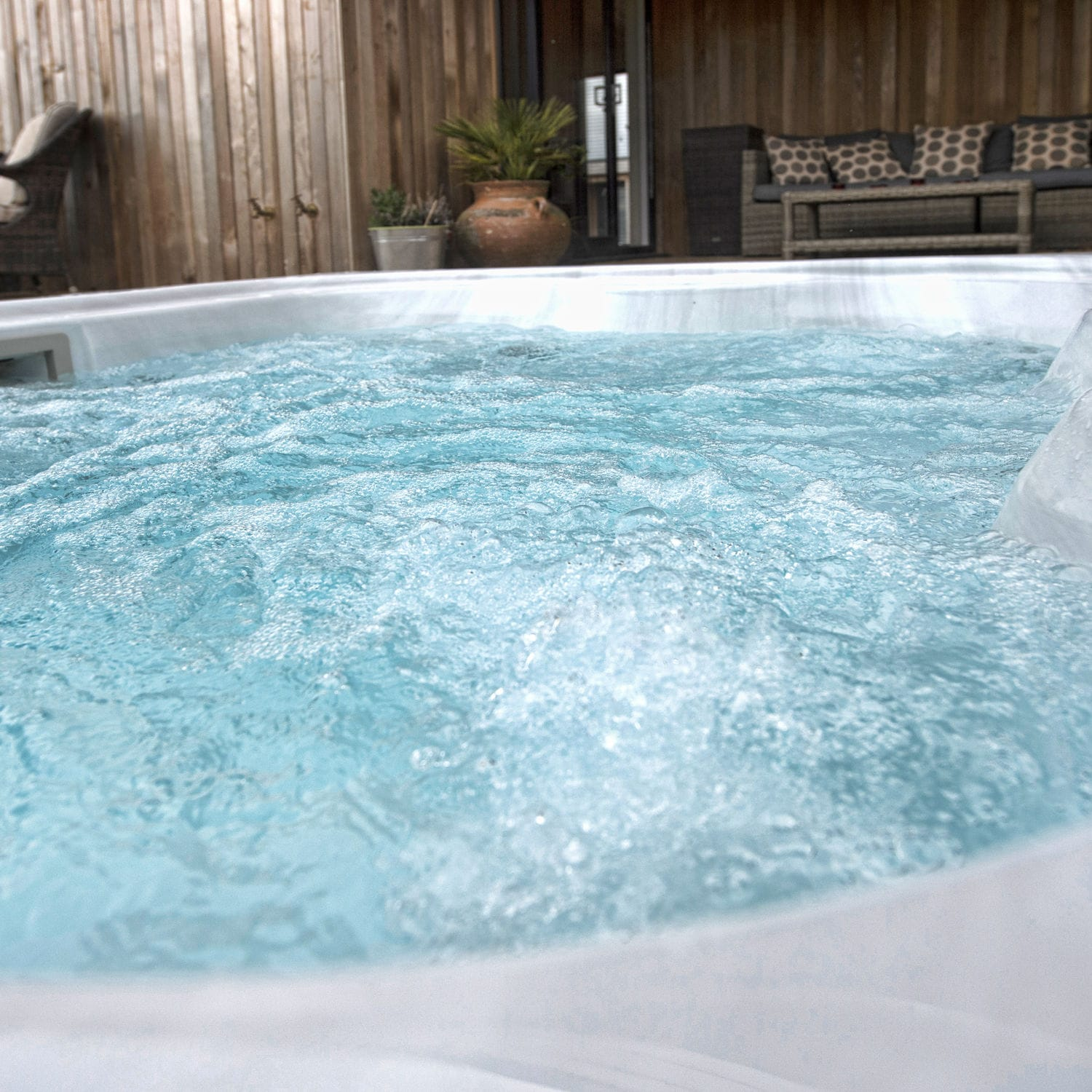 Built-in hot tub / above-ground / rectangular / 3-seater - Lodge S ...