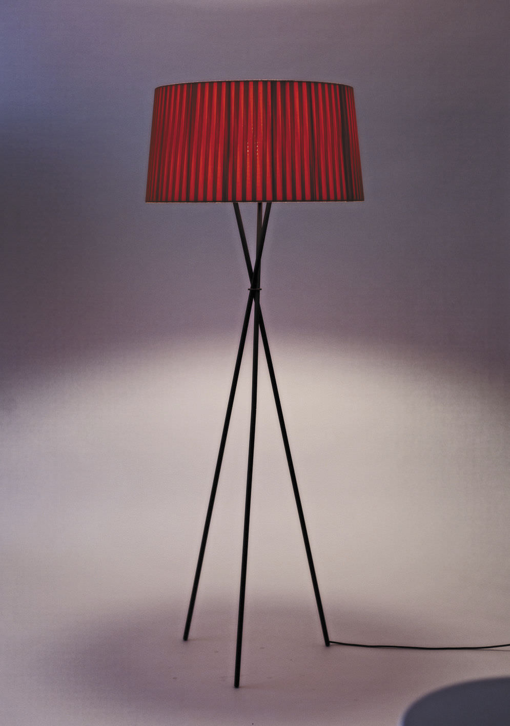 Floor-standing lamp / contemporary / metal / fabric - TRÍPODE G5 by ...