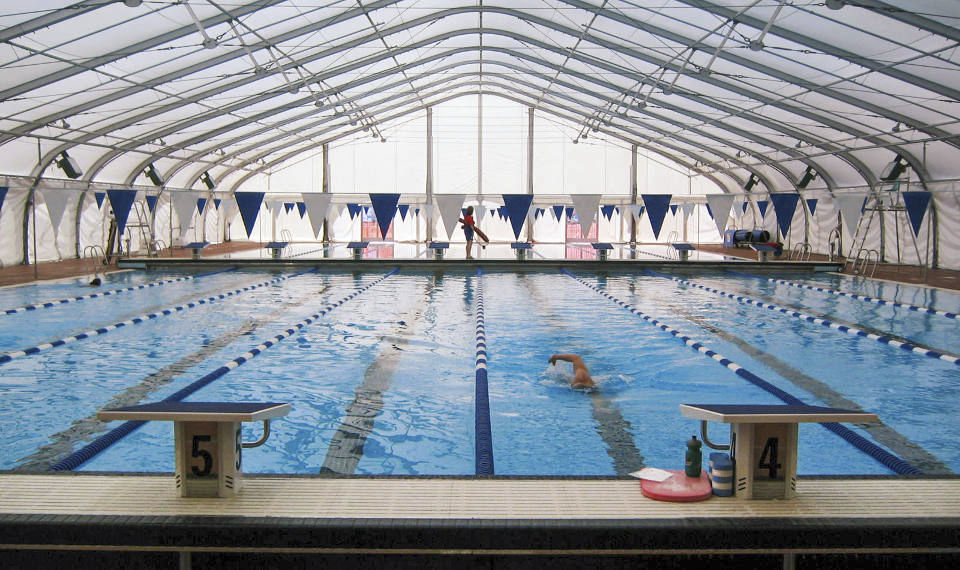 Charmant Concrete Competition Pool / Public / Indoor ...